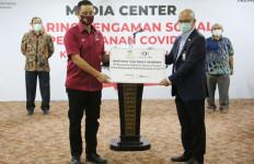 Terima 1.000 Sembako dari Dunia Usaha, Mensos: Wujud Gotong Royong Tangani Covid-19  - JPNN.com