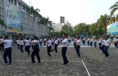 Keren, Brigjen Hermanto Bersama Prajurit Lantamal III Laksanakan Senam Jantung Sehat - JPNN.com