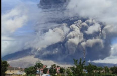 Gunung Sinabung Kembali Muntahkan Awan Panas, PVMBG: Waspada - JPNN.com