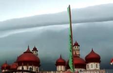Penjelasan Lengkap BMKG Terkait Fenomena Awan 'Tsunami' di Aceh - JPNN.com