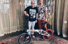 Diberi Sepeda Lipat Oleh Daniel Mananta, Irwan Mussry: Luar Biasa - JPNN.com