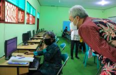 Ganjar Puji Aplikasi Schoology yang Bantu Siswa dan Guru - JPNN.com