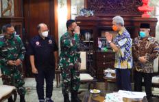 Dua Jenderal TNI Malam-malam Datang ke Rumah Ganjar, Apa yang Terjadi? - JPNN.com