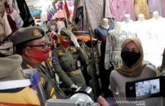 Kena! Warga Tak Bermasker Disanksi Nyanyikan Hari Merdeka - JPNN.com