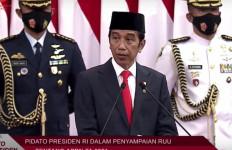 Pak Jokowi dan Kiai Maruf Kompak Pakai Jas di Sidang Paripurna DPR - JPNN.com