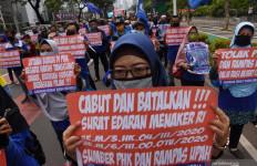 Puluhan Penyusup Saat Unjuk Rasa di DPR Diamankan, Ada yang Bawa Batu dan Sajam - JPNN.com