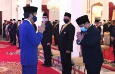 Presiden Menganugerahi Tanda Kehormatan Bintang Jasa Utama Kepada Ahmad Basarah - JPNN.com