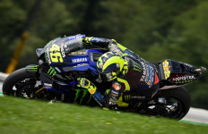 Hasil MotoGP Austria: 5 Pembalap jadi Korban, Rossi Nyaris Celaka - JPNN.com