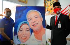 Narapidana itu Beri Lukisan Mesra untuk Pak Ganjar dan Siti Atikoh - JPNN.com