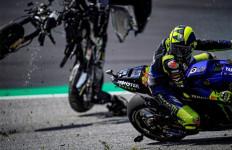 Lihat Detik-Detik Menakutkan di MotoGP Austria, Rossi Mengira Itu Helikopter - JPNN.com
