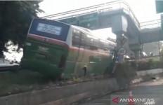 Lihat Kondisi Bus Mayasari Bhakti Ini - JPNN.com