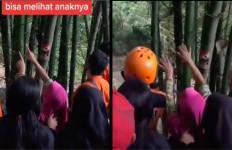 Anak Hilang Muncul di Pohon Bambu, Cuma Ibunya yang Bisa Lihat, Bikin Merinding, Simak Videonya - JPNN.com
