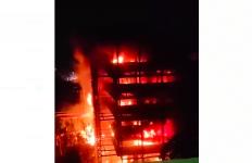 Gedung Kejaksaan Agung Terbakar, Kapuspenkum: Enggak Usah Menduga-duga, yang Penting Bisa Padam - JPNN.com