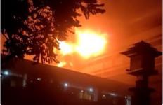 40 Mobil Damkar Dikerahkan, Api di Kejagung Belum Juga Padam - JPNN.com