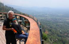 Romantisnya Pak Ganjar dan Istri di Tengah Keindahan Mata Langit - JPNN.com