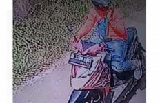 Saat Rumah Kosong, Bu Guru Cantik 2 Kali Didatangi Pria Tak Diundang, Ada Rekaman CCTV - JPNN.com