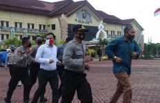 8 Personel Polda Aceh Terjaring Razia, Kartu Anggota Ditahan, Disuruh Lari Keliling Lapangan - JPNN.com
