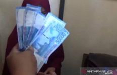 Wanita Berjilbab Ditangkap Pedagang Usai Belanja, Bukan karena Mencuri - JPNN.com
