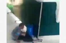 Aksi Pencuri Kotak Amal Masjid Terekam CCTV, Lihat Fotonya - JPNN.com