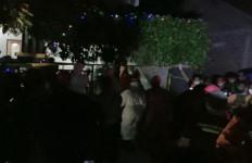 Garis Polisi di TKP Pembunuhan Satu Keluarga Dibuka, Mendadak Ada yang Histeris Saat Masuk Rumah - JPNN.com