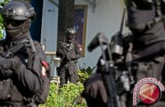 Teroris Kalang Kabut, Serang Densus 88 Antiteror dengan Parang, Dorr! - JPNN.com