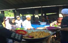 Ada Nasi Bukhari sebagai Hidangan Khas Haul KH Sholeh Nahrawi Genggong - JPNN.com