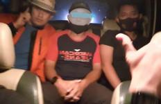Oknum PNS Ini Benar-benar Bikin Warga Marah, Polisi Langsung Datang Menjemputnya - JPNN.com