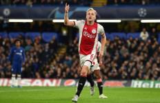 Gelandang Ajax Incaran Barcelona Ini Bakal Berlabuh ke MU - JPNN.com
