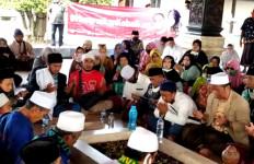 Kiai Mas Mansyur dan Santri At Tauhid Doakan Eri Cahyadi di Depan Makam Bung Karno - JPNN.com