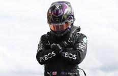 Mengharukan, Lewis Hamilton Persembahkan Pole Untuk Chadwick Boseman - JPNN.com