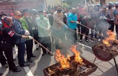Ada Kepulan Asap Ganja di Mapolrestabes Medan, Yanto Pusing, Sempoyongan - JPNN.com