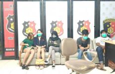 2 Wanita dan Satu Pria di Kamar Hotel, Asyik Main Begituan, Ada yang Jilbab - JPNN.com