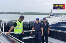 Sinergi Bea Cukai dan Polisi Malaysia Gagalkan Penyelundupan Pasir Timah - JPNN.com