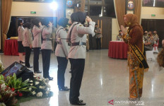 Daftar 24 Polwan Berprestasi yang Menerima Pin Emas dan Perak dari Kapolri - JPNN.com