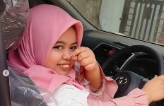 Pamer Mobil Baru, Kekeyi: Mau Beli Sarapan Naik Si Putih - JPNN.com