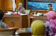 Tegas! Pak Ganjar akan Potong Tunjangan PNS yang Melanggar Protokol Kesehatan - JPNN.com