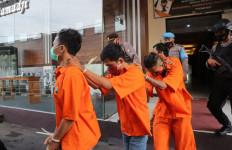 4 Pemuda Penganggur Mencoba Bisnis tetapi Melanggar Hukum - JPNN.com