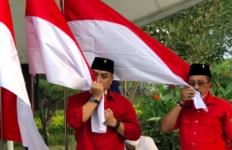 Dipilih untuk Bertarung di Pilwakot Surabaya, Armuji Menangis - JPNN.com