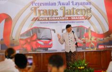 Ganjar tak Ingin Warga Jateng Naik Angkot Jelek dan Tak Terawat, Lihat yang Dilakukannya - JPNN.com