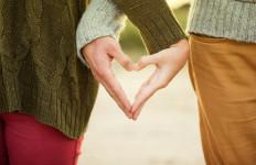 Apakah Salah Memilih Jatuh Cinta Dalam Diam - JPNN.com