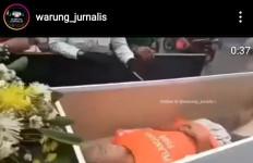 Tidak Pakai Masker, Warga Pasar Rebo Dimasukkan ke Peti Mati - JPNN.com