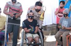 Penyandang Disabilitas Terharu, Anggap Irjen Iqbal sebagai Ayah - JPNN.com