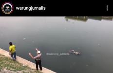 Jenazah Pria Ditemukan Mengambang di Kali Ciliwung dengan Kondisi Terikat, Kepala Penuh Luka - JPNN.com