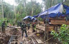 Aparat Gabungan Bersenjata Bergerak ke Dalam Hutan, 3 Orang Langsung Disergap - JPNN.com