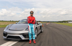 Mantap! Geber Porsche 718 Boxster, Gadis 16 Tahun Ini Pecahkan Rekor Slalom - JPNN.com