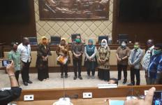 Raker Komisi II DPR dengan MenPAN-RB, Pimpinan Honorer K2 Beri Masukan Penting - JPNN.com