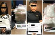 Petugas Bea Cukai Membekuk Dua Penumpang Transit di Batam, Begini Alasannya - JPNN.com