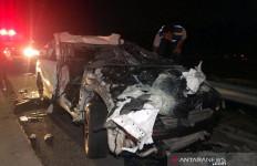 Tabrakan Empat Kendaraan di Tol Solo-Semarang: 2 Orang Tewas, 1 Mobil Terbakar - JPNN.com