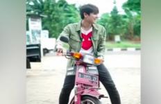 Cerita Rizky Billar yang Pernah Tercebur ke Got Saat Belajar Sepeda Motor - JPNN.com