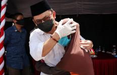 Cawagub Kalteng Ujang Iskandar Dapat Pelukan dan Doa dari Lansia - JPNN.com